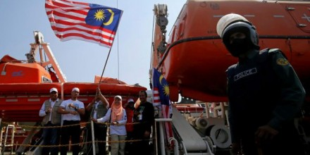 Volunteers on the Malaysian aid ship Nautical Aliya wave the Malaysian flag as they provide relief for Rohinya refugees in chittagong, Bangladesh. Photo: Reuters/Mohammad Ponir Hossain